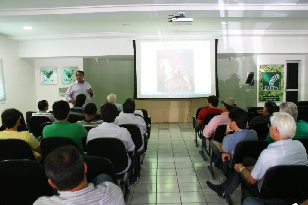 O curso está sendo ministrado pelo médico veterinário, José Ferraz de Oliveira Neto