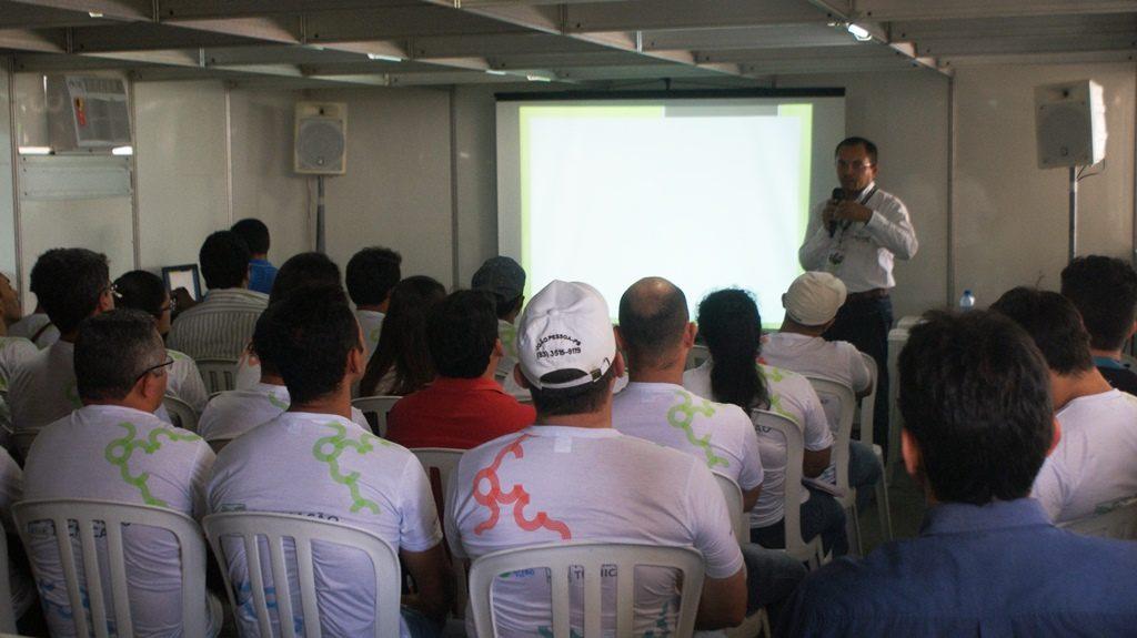 Alunos assistiram palestras e conversaram com produtores de cadeias produtivas variadas