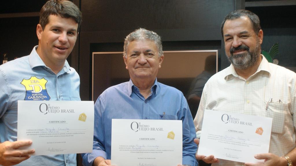 Produtores premiados ao lado do presidente da Faepa e do Senar, Mário Borba