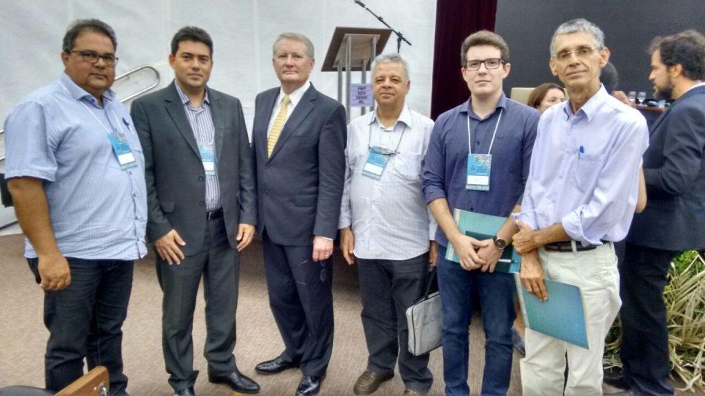 Equipe do SENAR/PB com o presidente da Apacco, Pedro Martins (esquerda) e delegado de agricultura do estado do Colorado, Don Brown (à esquerda no centro)