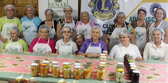 Mulheres com deficiência visual participam de treinamentos do SENAR Santa Catarina.