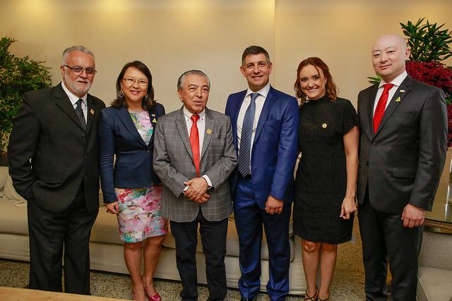 Diretor-geral do SENAR, Daniel Carrara, ao centro, com representantes da CGU e o cartunista Maurício de Sousa.